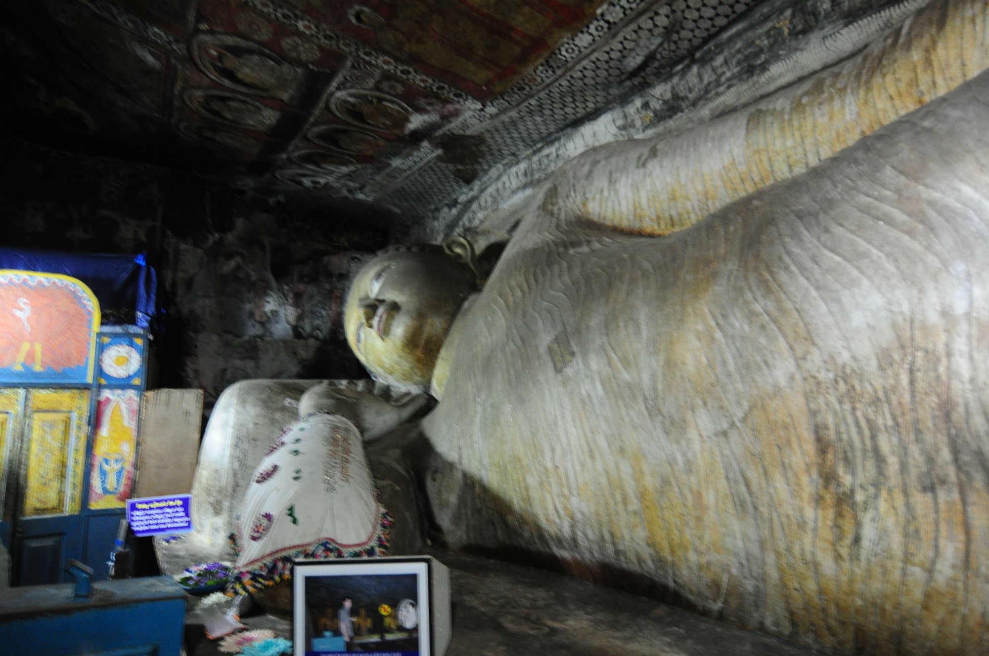 ダンブッラ石窟寺院画像