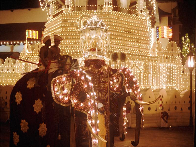 キャンディ エサラ・ペラヘラ祭り
